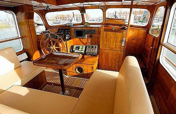 back to classic motor yachts